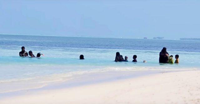 местный пляж на Маафуши