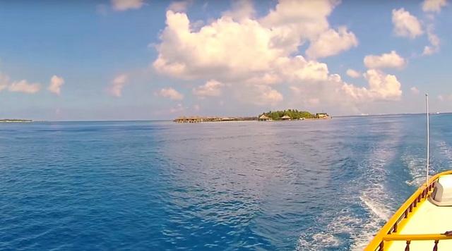 плывем на пароме между островами