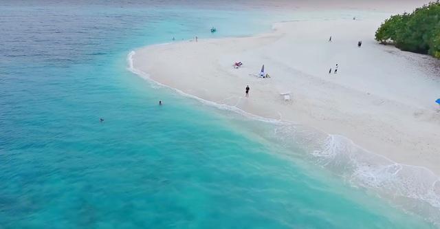 пляж для туристов