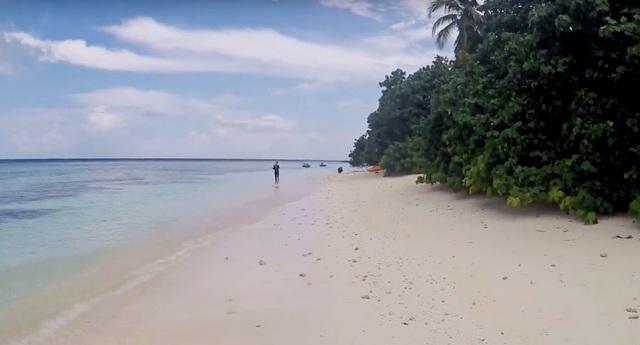 бикини-пляж на Расду