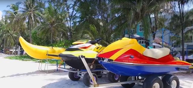 водные виды спорта на пляже