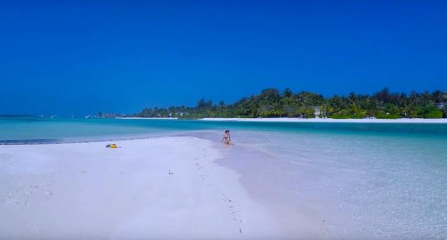пляж на обитаемом острове Гурайдо