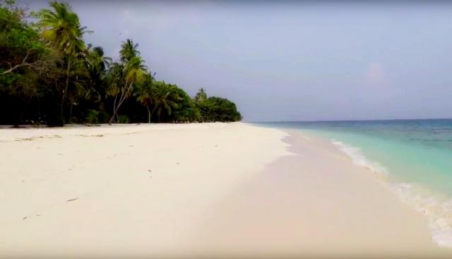 туристический бикини-пляж