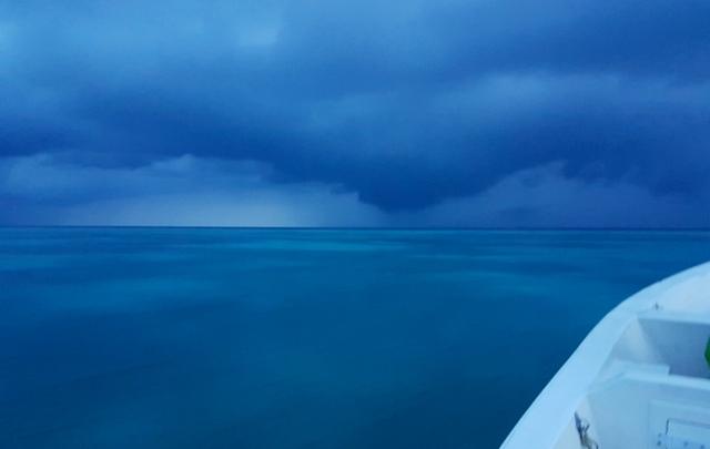 шторм внутри атолла