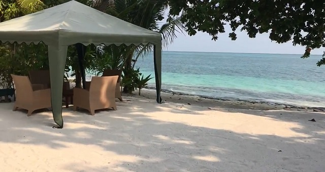 как выбрать отель на обитаемом острове