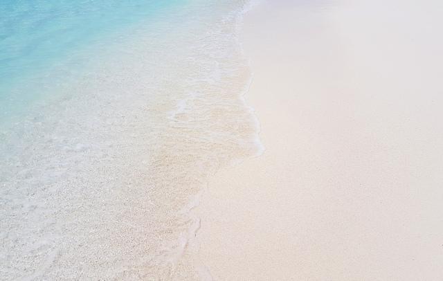 бирюзовый океан и белый песок