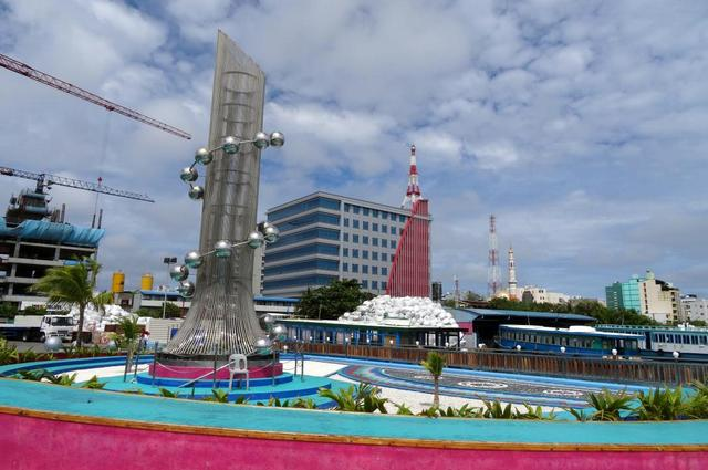 памятник жертвам цунами в Мале