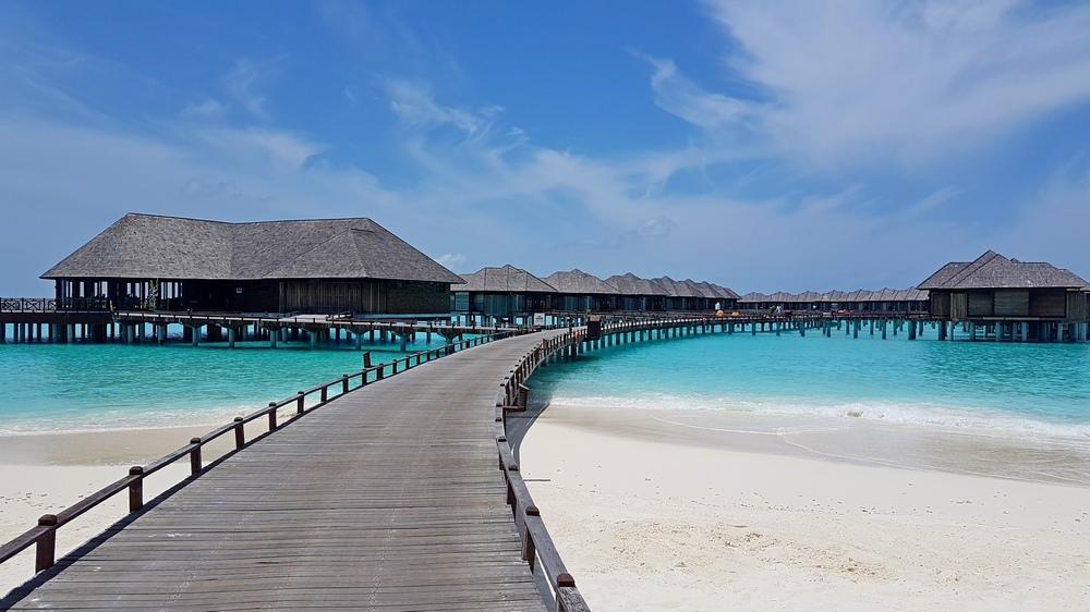 kak vybtat deshoviy tur na Maldivy